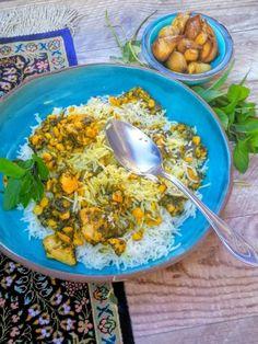 Perzsa savanyú csirke ragu -Morgh-e Torsh | Gránátalma és borbolya Curry, Lime, Ethnic Recipes, Food, Cilantro, Curries, Limes, Essen, Meals