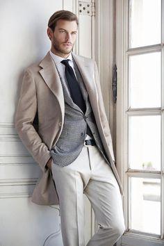 2013-02-17のファッションスナップ。着用アイテム・キーワードはコート, スラックス, チェスターコート, チェックジャケット, ネクタイ, 白シャツ,etc. 理想の着こなし・コーディネートがきっとここに。| No:12317