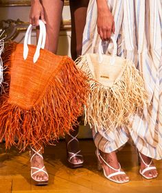 9 Street Style Trends That Will Dominate Your 2019 Street Style Trends, Elle Fashion, Fashion Trends, Womens Fashion, Balenciaga Handbags, Fringe Fashion, Fringe Bags, Edgy Outfits, Beach Outfits