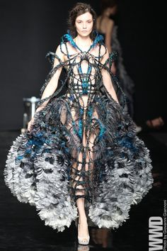 Yiqing Yin Fall Couture 2012 Having made her mark on the Paris couture scene in just two seasons, Yiqing Yin is getting ready to speak to a broader audience. 3d Fashion, Weird Fashion, Fashion Week, Fashion Details, Couture Fashion, Runway Fashion, High Fashion, Womens Fashion, Fashion Design
