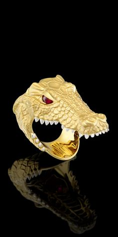 Well this is one way to have your finger in a crock's mouth and be unhurt! Animal Jewelry, Jewelry Art, Antique Jewelry, Jewelry Rings, Jewelery, Jewelry Design, Man Jewelry, Gents Ring, Unusual Rings