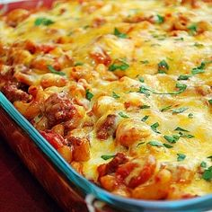 Chili & Cheese Macaroni from What's Cookin, Chicago? - This Chili & Cheese Macaroni brings together all the spice of chili and the creamy goodness of melted cheese. If this isn't comfort food, I don't know what is! swap with gluten free noodles! Mexican Food Recipes, Beef Recipes, Cooking Recipes, Recipies, Kitchen Recipes, I Love Food, Good Food, Yummy Food, Great Recipes
