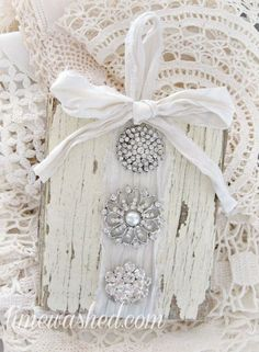 Cute Shabby Chic Christmas Ornaments Ideas For Your Home 38