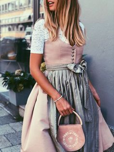 Women Clothing 💕 For little and big girls 💕 Dirndl Janni 'Toffee Rose'! But be quick, both online and in the shop in Munich are sold out just before the Oktoberfest almost all sizes! Quirky Fashion, Cute Fashion, Womens Fashion, Drindl Dress, Oktoberfest Outfit, Vintage Fashion 1950s, Outfits Damen, Mode Inspiration, Toffee