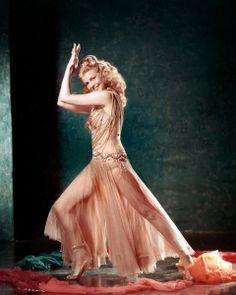 Net Image: Rita Hayworth: Photo ID: . Picture of Rita Hayworth - Latest Rita Hayworth Photo. Old Hollywood Stars, Hollywood Icons, Old Hollywood Glamour, Golden Age Of Hollywood, Vintage Glamour, Vintage Hollywood, Classic Hollywood, Hollywood Actresses, Rita Hayworth