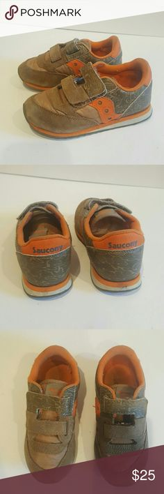 SAUCONY BOYS BABY JAZZ HL SIZE 10.5 VELCRO SHOES SAUCONY ORANGE AND GREEN BABY SNEAKERS SIZE 10.5  ORANGE AND CAMO EUC  PLENTY OF LIFE LEFT Velcro sneakers Saucony Shoes Baby & Walker