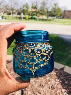 Items similar to ASMAA Mason Jar Lantern with Gold Henna Detail on Etsy – Gift Ideas Painting Glass Jars, Glass Painting Designs, Dot Art Painting, Bottle Painting, Glass Art, Glass Bottle Crafts, Bottle Art, Mason Jar Lanterns, Mason Jars