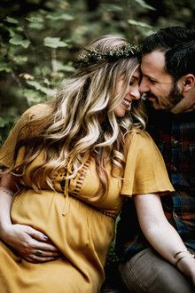 Gespecialiseerd in lifestyle fotografie - Maternity Photography Bohemian Maternity Photos, Fall Maternity Photos, Maternity Photography Outdoors, Maternity Poses, Maternity Portraits, Couple Maternity, Pregnancy Photography, Boudoir Photography, Maternity Dresses