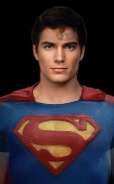 This is a composite shot of all Superman actors' (Christopher Reeve, Dean Cain, Tom Welling, Brandon Routh, and Henry Cavill) faces blended together by Redditor morphinapg. ...Pretty Cool eh