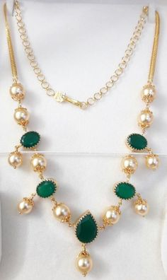 pearl mala with emeralds – boutiquedesignerjewellery.com Pearl Necklace Designs, Gold Earrings Designs, Gold Designs, Pearl Jewelry, Indian Jewelry, Gold Chain Design, Gold Jewellery Design, Headpiece Jewelry, Gold Jewelry Simple