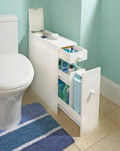 Looking for small bathroom storage inspiration? We found that in a small bathroom, efficient storage is one of the things that is very difficult to squeeze out, but you just have to be really smart about it. Clever Bathroom Storage, Creative Storage, Bathroom Organization, Storage Organization, Diy Storage, Bathroom Ideas, Toilet Storage, Clever Storage Ideas, Hidden Storage