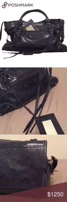 🎀Flash Sale🎀 Balenciaga Classic City Bag Authentic Balenciaga Classic City bag. Worn only a couple of times. 15L 9H 5W Balenciaga Bags