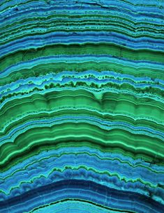 kivi on kaunista. Chrysocolla and Malachite Minerals And Gemstones, Rocks And Minerals, Crystals Minerals, Natural Gemstones, Patterns In Nature, Textures Patterns, Palette Verte, Foto Macro, Beautiful Rocks