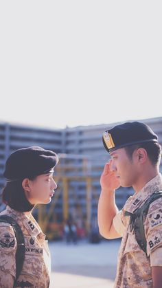 """Descendants of the Sun"": Jin Goo & Kim Ji Won's Conflicted Love On-Screen and Coziness BTS Seo Dae Young, Descendants Of The Sun Wallpaper, Song Hye Kyo Descendants Of The Sun, W Kdrama, Dots Kdrama, My Shy Boss, Decendants Of The Sun, Sun Song, Jin Goo"