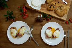 Twisted Eggs Benedict recipe from scratch: porched eggs, hollandaise sauce, crunchy parma ham and homemade bread.
