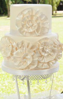 Torta bodas con flores como tela