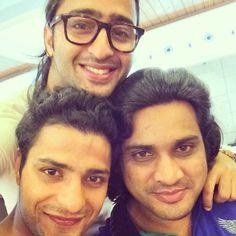 Vemale.com - Setelah bulan lalu kita berkenalan dengan Saurabh Raj Jain pemeran Krishna dalam Mahabharata, kali ini kita kenalan yuk dengan idola baru Bollywood, Ahaheer Sheikh yang memerankan Arjuna di serial tersebut.�