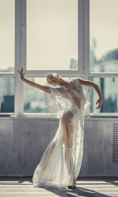 Stunning ballerina in a sheer dress - gorgeous photography i.- Stunning ballerina in a sheer dress – gorgeous photography ideas for dancers - Dance Aesthetic, Ballet Photography, Photography Ideas, People Photography, Beginner Photography, Photography Essentials, Passion Photography, Beach Photography, Wildlife Photography