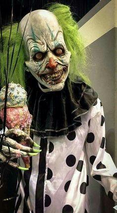 i am scared of clowns Halloween Clown, Gruseliger Clown, Clown Mask, Creepy Clown, Halloween Carnival, Clown Pics, Joker Clown, Halloween Humor, Modern Halloween
