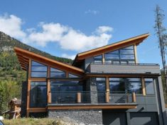 Strong setting. This house makes the most of its beautiful location. The architect has taken a cue from the mountainous setting and inverted the typical roof line. I love that this home mimics the valley of a mountain range, as opposed to the peak.