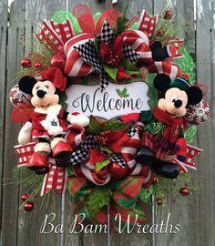 Christmas Wreath, Disney Christmas Wreath, Mickey & Minnie Christmas Wreaths, A Very Merry Magical Christmas Disney Christmas Crafts, Mickey Mouse Christmas Tree, Mickey Mouse Wreath, Disney Wreath, Disney Christmas Decorations, Mickey Y Minnie, Disney Ornaments, Magical Christmas, Disney Crafts