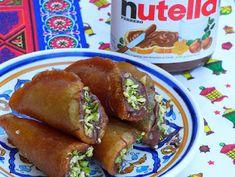 Katayef (Atajef) gehören für mich zum Ramadan. Ich kann mich nicht erinnern, schon mal außerhalb des Ramadans welche gegessen zu haben. Basboussa und Kunafa gibt es ganzjährig, z.B. auch auf Hochzeiten. Zalabiya gibt es auch immer, aber Katayef kenne ich wirklich nur zu Ramadan. Die kleinen Pfannküchlein sind sehr vielseitig und wer sie immer nur mit Nüssen füllt und anschließend frittiert, der verpasst einiges. Ich meine Nutella und Sahne schmecken ja mit ALLEM und sie machen die Katayef…