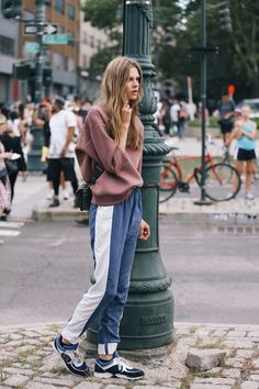Madame style bible sport street style, nyfw street style, new york fashion week street Street Style Outfits, Nyfw Street Style, Mode Outfits, Fashion Outfits, Sporty Outfits, Sport Street Style, Street Wear, Classic Outfits, Street Chic