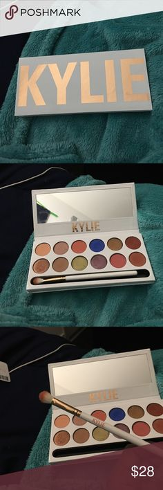 Kylie cosmetics peach palette All colors have been searched and brush has been used once. Can clean it if you want. Includes box and original box + card (not pictured). 100% authentic, can include emailed receipt if you'd like, selling because I changed my mind and website doesn't accept returns Kylie Cosmetics Other