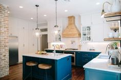 This is my dream kitchen! LOVE! CG- Fixer Upper | Season 3 Episode 12 | The 3 Little Pigs House