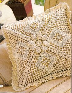 TRICO y CROCHET-madona-mía: Almohadones/ cojines de crochet con patrón Filet Crochet, Crochet Motifs, Crochet Stitches Patterns, Crochet Designs, Crochet Doilies, Cross Stitch Patterns, Crochet Home, Love Crochet, Crochet Baby