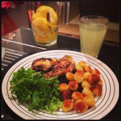 cotos de frango com limão e tomilho, batata noisette, limonada * chicken with time and lemon
