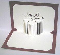 Desde el sitio Web de Horsey  nos presenta cómo hacer varias tarjetas popups . En particular pongo la de una caja de regalo al estilo Arqu...