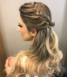 braid and bun with weave hairstyles hairstyles images hairstyles for 8 year olds hairstyles with bangs hairstyles with jewelry braid hairstyles to easy braided hairstyles Prom Hairstyles All Down, Hairstyles With Bangs, Braided Hairstyles, Wedding Hairstyles, Cool Hairstyles, Teenage Hairstyles, Hairstyles Pictures, Hairstyles Videos, Homecoming Hairstyles