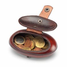 Studs and snap fastener made from steel, brass-coloured. Weight - Cowhide oval purse at Manufactum Coin Purse Wallet, Card Wallet, Leather Pouch, Leather Purses, Leather Belts, Crea Cuir, Leather Projects, Brass Color, Rind