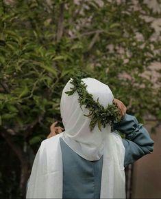 Muslim Women Fashion, Arab Fashion, Hijabi Girl, Girl Hijab, Hijab Dress Party, Musician Photography, Stylish Hijab, Muslim Beauty, Islamic Girl