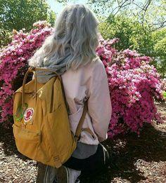 You are my sunshine ✺ Mochila Kanken, Kanken Backpack, Art Hoe Aesthetic, Aesthetic People, Tumblr Outfits, Tumblr Girls, Looks Cool, Ulzzang Girl, Mood