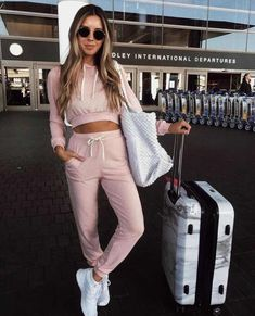 looks with sportswear for women that will fascinate you Sports Outfit. Sporty Outfits, Trendy Outfits, Girl Outfits, Summer Outfits, Fashion Outfits, Fashion Fashion, Fashion Ideas, Vintage Fashion, Looks Adidas