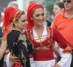 «Μάγεψε» η Κρητική καντάδα στο Ηράκλειο Greek Costumes, Dance Comp, Greek Culture, Greek Apparel, Folk Dance, Greek Clothing, Greeks, Greek Mythology, Traditional Dresses