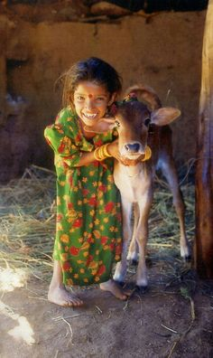 Gorgeous girl from India with her gorgeous calf Kids Around The World, We Are The World, People Around The World, Namaste, Animals For Kids, Cute Animals, Amazing India, Mundo Animal, Gatos