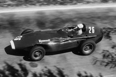 1957 Pescara GP : Stirling Moss, Vanwall VW5 #26, Vendervell Products, Winner. (ph: pistonheads.com)