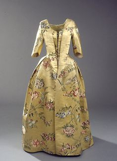 Yellow silk brocade dress (front), c. 1786 (fabric woven c. mid-1740's). Worn by Countess Roma Peter Dorff, born Bille Brahe Selby.