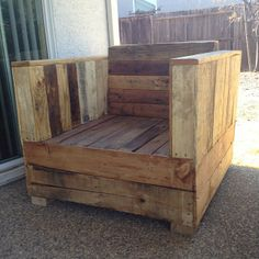 Pallet chair by Palletso rugged outdoor patio style! Couch Furniture, Diy Pallet Furniture, Furniture Plans, Furniture Design, Garden Furniture, Pallet Chair, Pallet Beds, Pallet Crafts, Pallet Projects