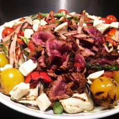 A huge chipotle kangaroo salad with charred heritage tomatoes aubergine asparagus and peppers courgetti turkey bacon salsa and cream cheese  8f 27c 41p  #healthy #volume #lowcarb #lowcarbday #lean #dieting #zoodles #macrofriendly #fatloss #foodporn #flexbowl #flexibledieting #compprep #cardio #carbcycling #postworkout #prep #wbff #wbffuk #balance #balancedintake #bodynovo #bikiniprep #chipotle #iifym #iifymgirls #intermittentfasting #girlgains #girlswholift by rbarnes1508
