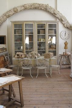 Appley Hoare, French Country Antiques in London