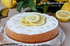 Oggi, secondo il Calendario del Cibo Italiano dell' Associazione Italiana Food Blogger, è la giornata nazionale della Torta Caprese, raccontata alla perfez