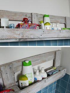 Étagère murale en palette pour la salle de bains  http://www.homelisty.com/etagere-palette/