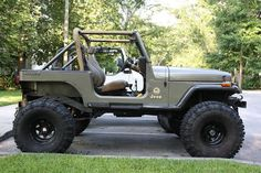 hammered gray jeep wrangler yj. I'm liking these military colors.
