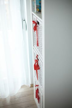 Little girl's room in red and white – Kónya Hajnalka Design Little Girl Rooms, Little Girls, Ladder Decor, Red And White, Projects, Design, Home Decor, Log Projects, Toddler Girls
