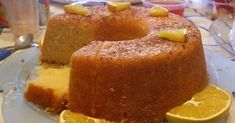 Portuguese Moist Orange Cake Recipe You can make this sweet, delicious and moist Portuguese orange cake in about 50 minutes, enjoy it. Portuguese Desserts, Portuguese Recipes, Portuguese Food, Portuguese Sweet Bread, Food Cakes, Cupcake Cakes, Cupcakes, Sweet Recipes, Cake Recipes