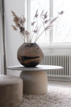 DIY guide: Stylish coffee table of a pot Sofa Furniture, Furniture Design, Plywood Furniture, Chair Design, Design Design, Furniture Ideas, Modern Furniture, Diy Sofa Table, Keramik Design